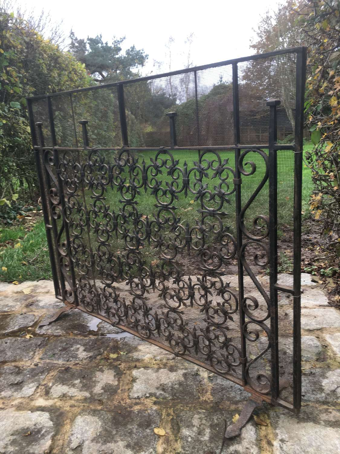 EARLY 1900'S HANDMADE WROUGHT IRON AND MESH FIRGUARD