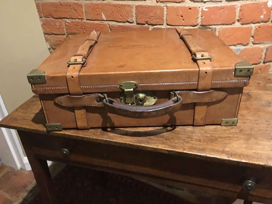 EARLY 1900'S LEATHER & BRASS BOUND CARTRIDGE CASE