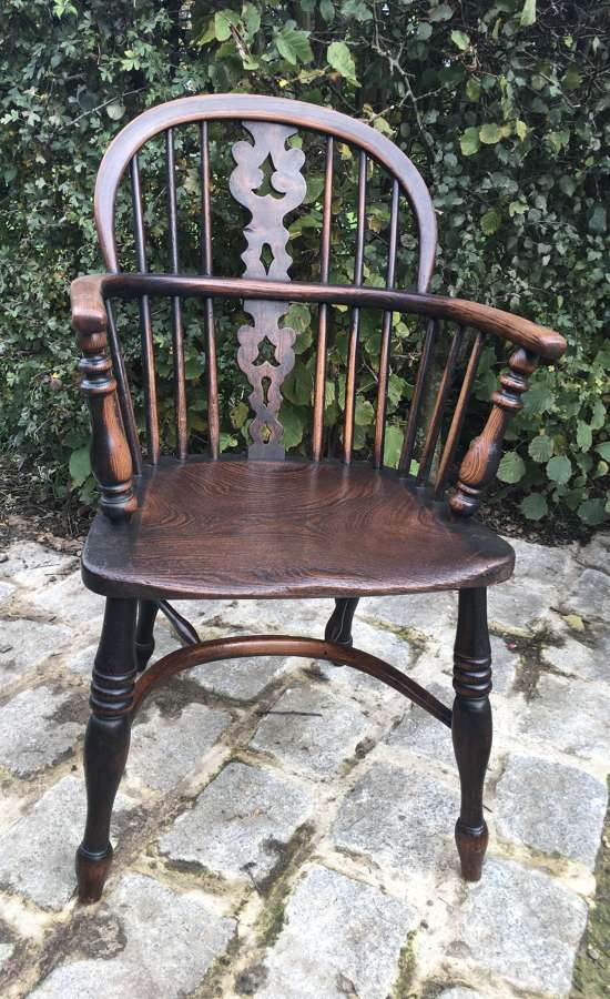 EARLY 19TH CENTURY LOW BACK ASH & ELM SEATED WINDSOR CHAIR