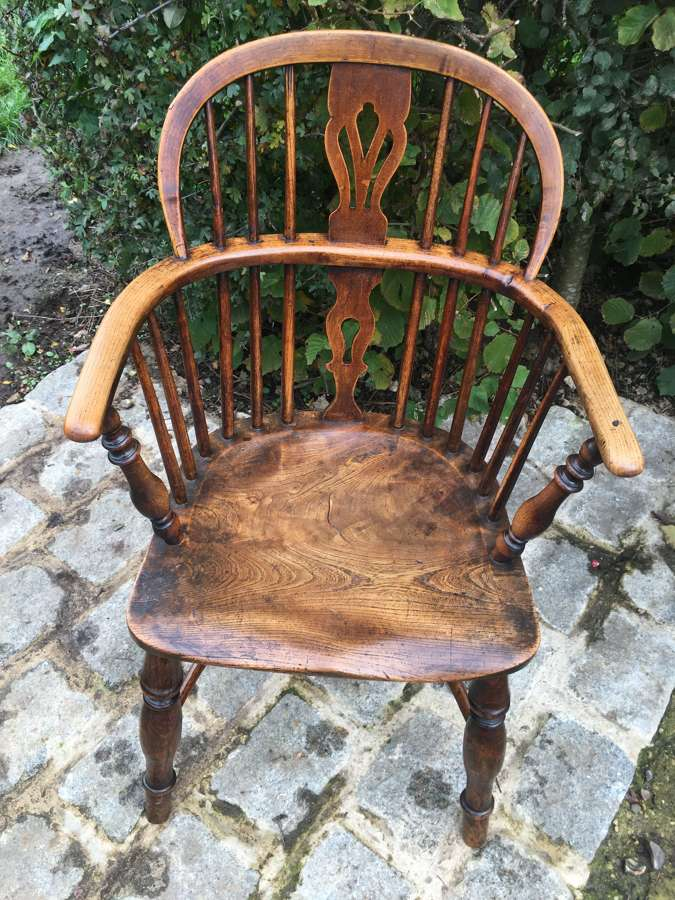 EARLY 19TH CENTURY LOW BACK WINDSOR CHAIR